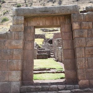 Organizing trekking through the Maukallaqta ruins near Cusco