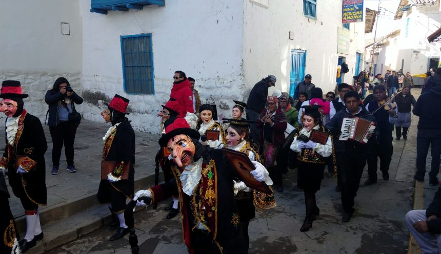 "Peruanischer Karneval: ""Festividad de la Virgen del Carmen"""